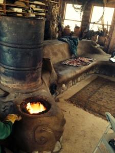 rocket stove- fired up 4-19-2014 mushroom wksp