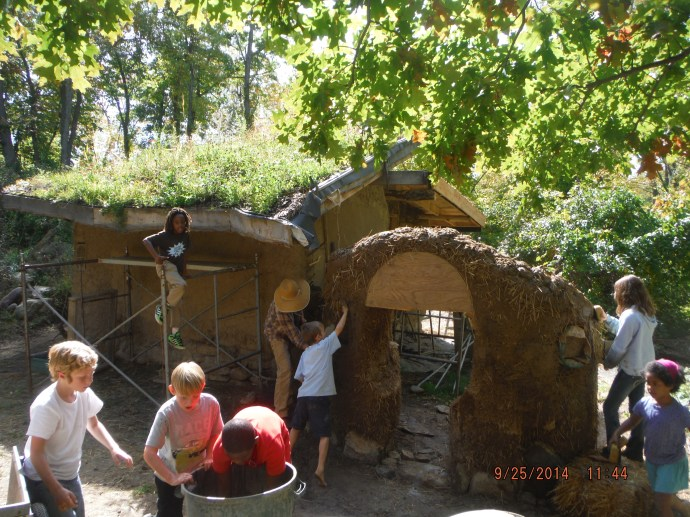 Cob Wall on the Hobbit Sauna ~ Waldorf students help !
