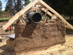 beeing-inn-strawbale-wall-msu-2016-bucket-form